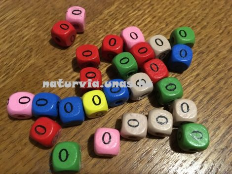 Fa gyöngy, kocka alakú (fa kocka számmal), SZÁMOS 10*10 mm, SZÍNES, 0 (nullás)