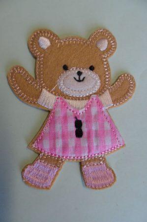 Ruhára vasalható textil matrica, folt - maci rózsaszín ruhában