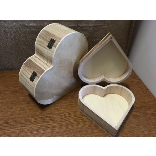 Szív alakú doboz, nyitható fedéllel, NAGY (22*21*8)