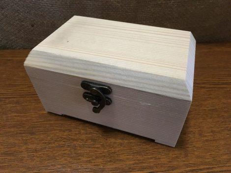 Fa láda / kincsesláda (doboz), fém csatos, TÉGLALAP alapú, lapos tetejű (15*9*9 cm), NAGY