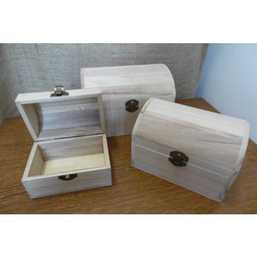 Fa láda (doboz), fém csatos, TÉGLALAP alapú, domború fedelű (13*8,5*9 cm), KICSI