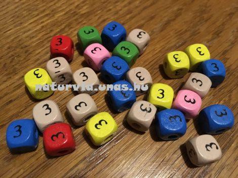 Fa gyöngy, kocka alakú (fa kocka számmal), SZÁMOS 10*10 mm, SZÍNES, 3-as (hármas)
