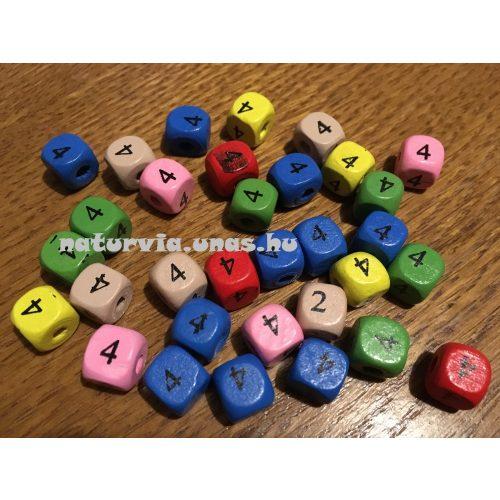 Fa gyöngy, kocka alakú (fa kocka számmal), SZÁMOS 10*10 mm, SZÍNES, 4-es (négyes)