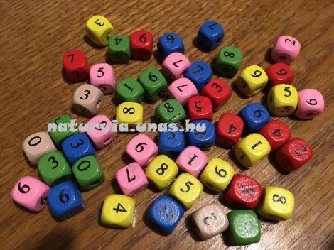 Fa gyöngy, kocka alakú (fa kocka számmal), SZÁMOS 10*10 mm 0-9 (10 db / csomag) SZÍNES