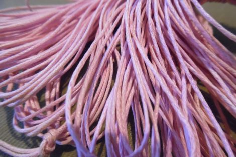 viaszolt szál, viaszos zsinór, kordszál (1 mm vastag) VILÁGOS RÓZSASZÍN (5 m)